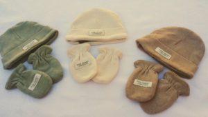 2 novedades de baul de algodon gorro guantes bebe crudo verde marron