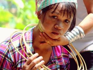 mujeres padaung y sus collares de anillas